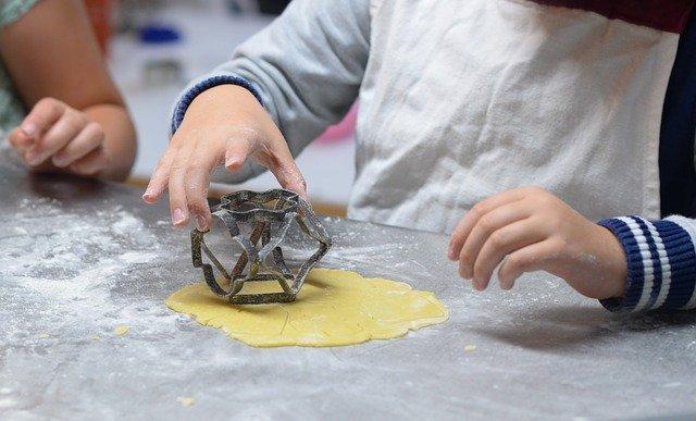 Montessori 10 attività che i bambini possono fare da soli